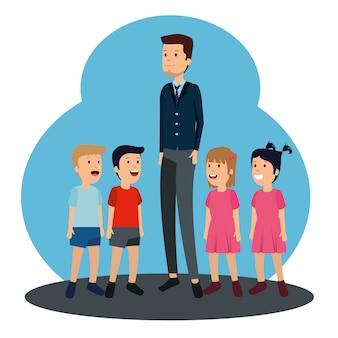 L'uomo padre con i suoi figli e la figlia in vacanza