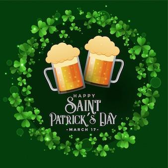 La celebrazione dei patricks del san patry con la priorità bassa delle tazze di birra
