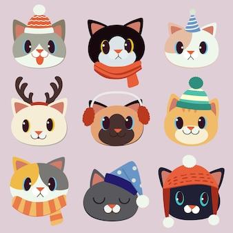 La collezione di simpatici gatti indossa un cappello invernale, un cappello da festa e un set di corna di cervo.