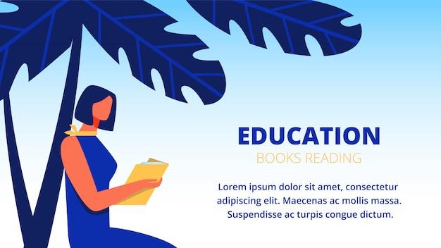 La donna in vestito blu ha letto il libro sotto la palma. modello di banner