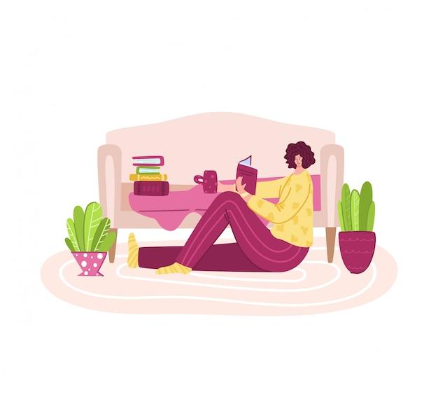 La donna legge il libro nelle accoglienti stanze domestiche - attività domestiche e concetto dei fan della letteratura, resti della ragazza o studi a casa