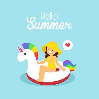 La donna va viaggiare in vacanza estiva, ragazza che porta il costume da bagno che nuota sull'unicorno gonfiabile
