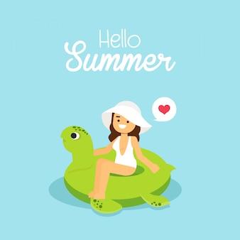 La donna va viaggiare la ragazza che porta il costume da bagno che nuota sulla tartaruga gonfiabile