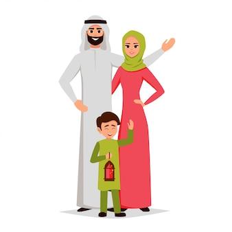 La famiglia araba felice sta abbracciando