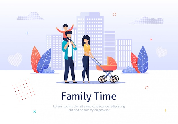 La famiglia trascorre del tempo insieme camminando con il passeggino.