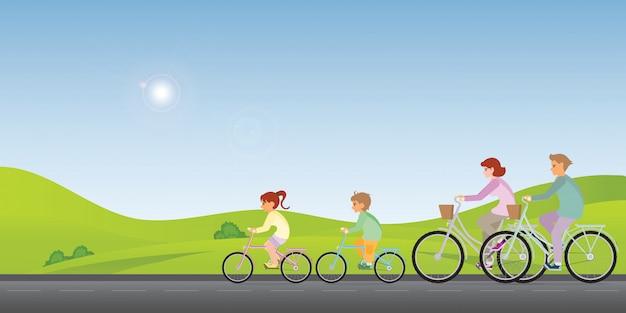 La famiglia va in bicicletta lungo una primavera soleggiata.