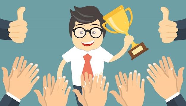 La gente applaude a un uomo d'affari di successo
