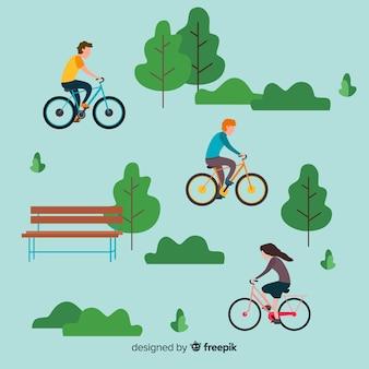 La gente che guida le bici nel parco