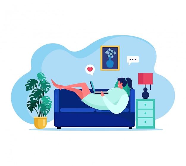 La gente con l'illustrazione degli aggeggi, personaggio dei cartoni animati felice della giovane donna che parla, gradendo il contenuto del blog di internet su bianco