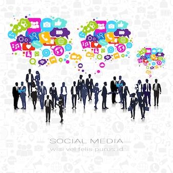 La gente di affari della siluetta raggruppa le connessioni di comunicazione sociali della rete della bolla delle icone di media sociali