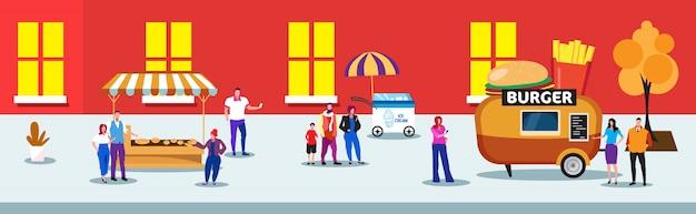 La gente folla a piedi strada urbana con hamburger di gelato e bancarelle di burrito fiera fiera concetto uomini donne mangiare gustoso fast food integrale illustrazione orizzontale