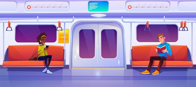 La gente seduta in vagone della metropolitana, vagone della metropolitana