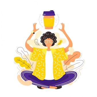 La giovane donna nella posa di yoga del loto medita con la tazza di caffè