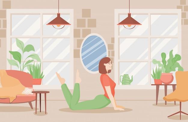La giovane donna sorridente negli sport copre fare l'yoga o l'allungamento a casa o nell'illustrazione piana dello studio di yoga.