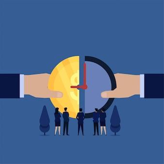 La mano di affari unisce la moneta e l'orologio