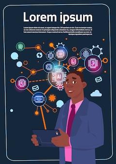 La presentazione della tenuta dell'uomo d'affari dell'afroamericano supera lo schermo di digital con i grafici ed il grafico