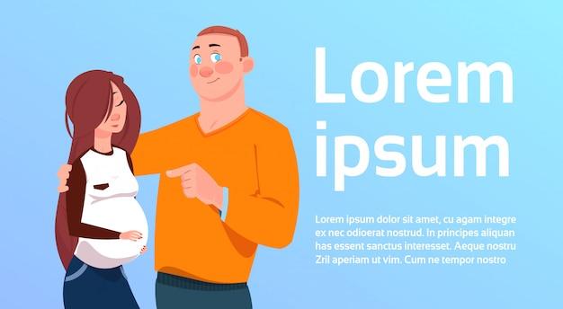 La previsione dei genitori equipaggia abbracciando la donna incinta sopra fondo con lo spazio della copia