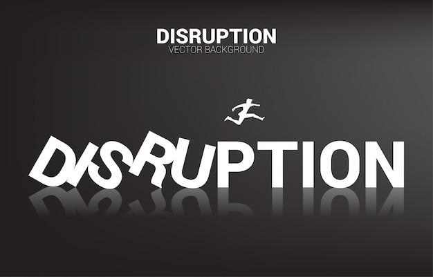 La siluetta dell'uomo d'affari salta a partire dal domino di crollo. concetto di business di interruzione dell'attività ed effetto domino