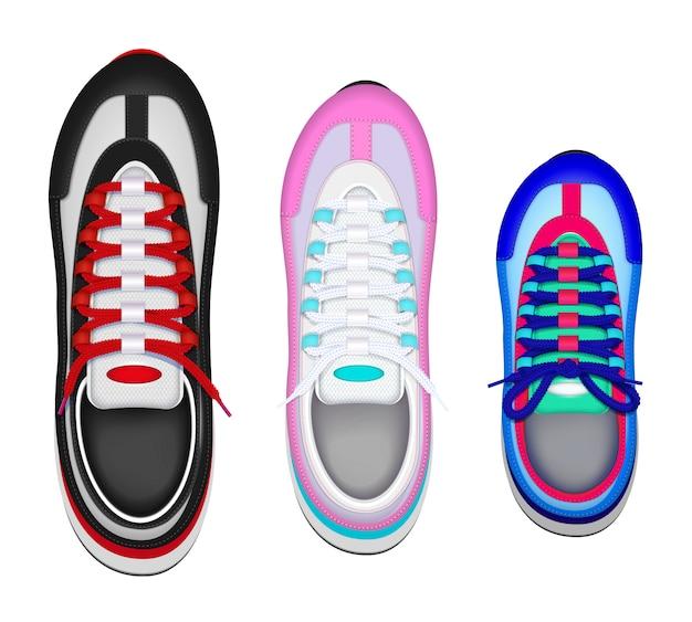 La vista superiore realistica delle scarpe di sport della famiglia variopinta ha messo con la scarpa da tennis del piede sinistro del bambino della madre del padre