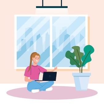 Lavoro a casa, giovane donna libera professionista seduta sul pavimento, lavora da casa a ritmo rilassato, posto di lavoro conveniente