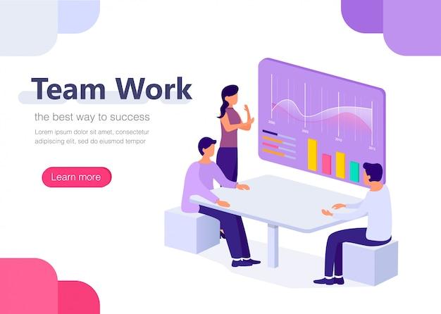 Lavoro di gruppo in ufficio con grafici