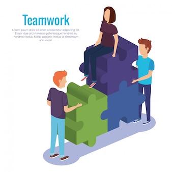 Lavoro di squadra di persone con pezzi di un puzzle