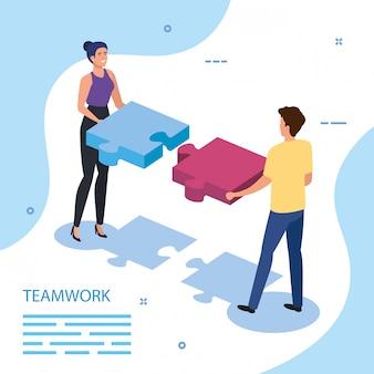 Lavoro squadra coppia con pezzi del puzzle