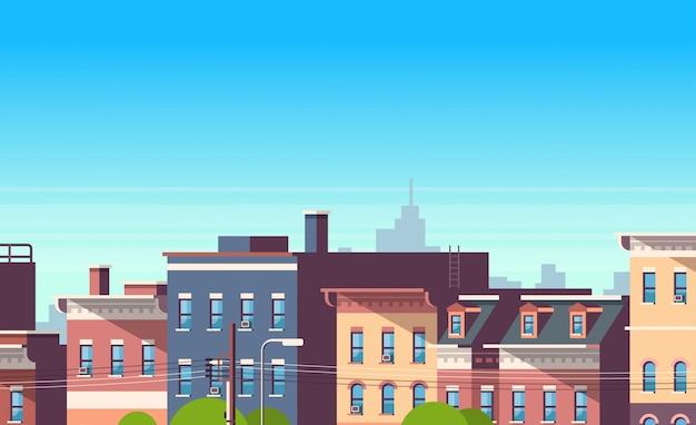 Le case della costruzione della città osservano il fondo di paesaggio urbano