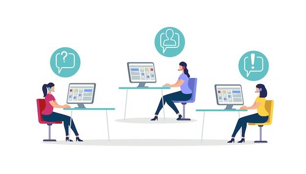 Le donne che indossano la cuffia siedono alle scrivanie con il computer