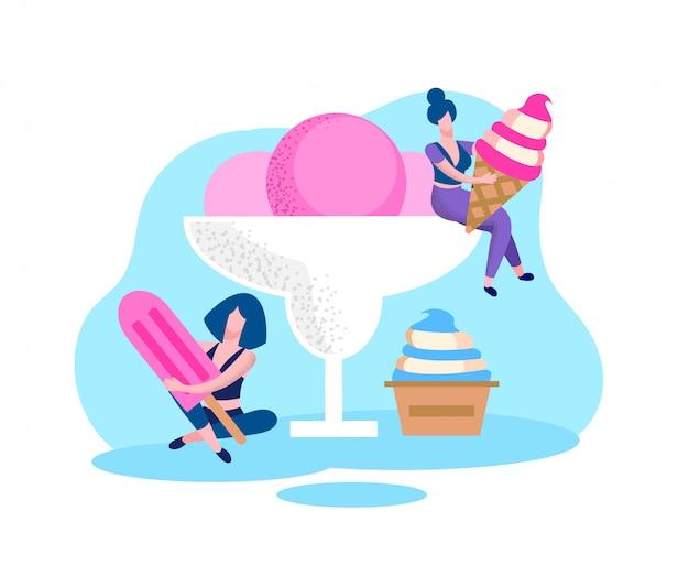 Le donne con diversi tipi di gelato nelle mani.