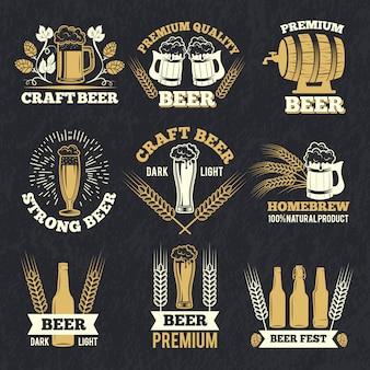Le etichette della fabbrica di birra isolano su fondo scuro