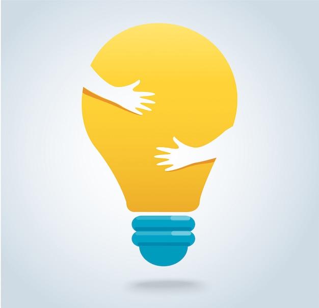 Le mani abbracciano il vettore dell'icona della lampadina