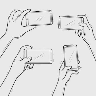 Le mani disegnate a mano tengono smartphone prendendo selfie e foto