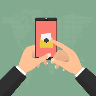 Le mani tengono smartphone mobile con email di malware bomba virus