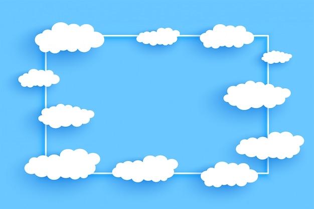 Le nuvole incorniciano il fondo con lo spazio del testo