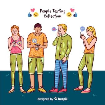Le persone con la collezione di smartphone