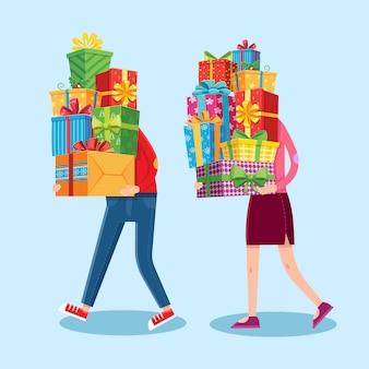 Le persone portano pile di regali. regali di natale impilati nelle mani di uomo e donna. illustrazione di cartone animato