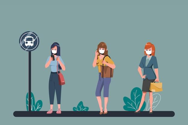 Le persone prendono le distanze sociali alla fermata dell'autobus durante il covid-19. scoppio di coronavirus nuovo stile di vita normale.