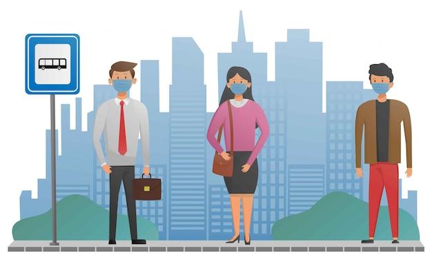 Le persone prendono le distanze sociali e indossano maschere mediche quando aspettano un autobus