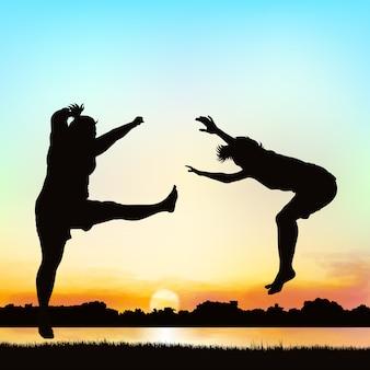 Le ragazze felici stanno saltando, sull'arte della siluetta.