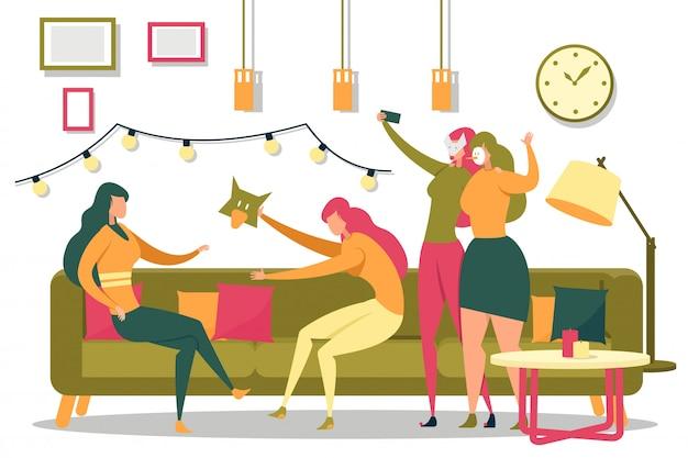 Le ragazze nelle maschere di carnevale festeggiano il capodanno