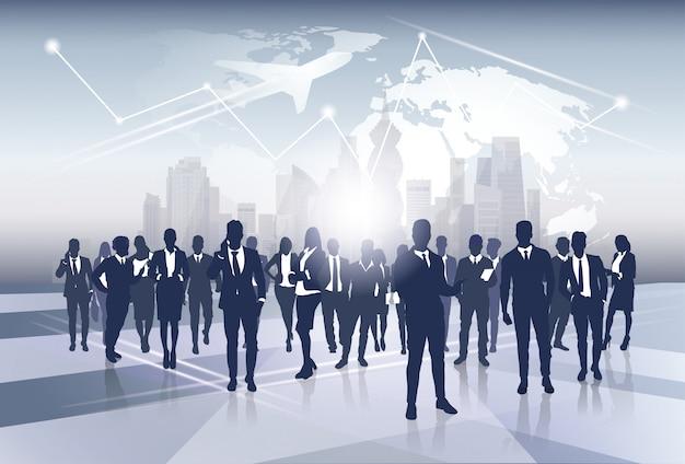 Le risorse umane del gruppo di affari della siluetta della squadra di affari sopra il concetto di volo di viaggio della mappa di mondo