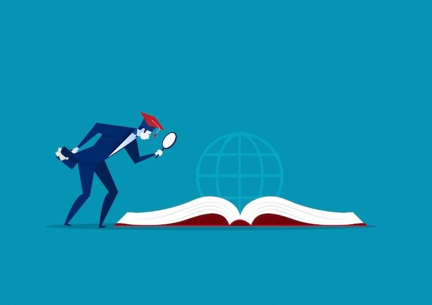 Lente d'ingrandimento della tenuta dell'uomo d'affari per l'investimento di istruzione sul concetto del grande libro