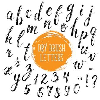 Lettere di calligrafia disegnate a mano con pennello asciutto.
