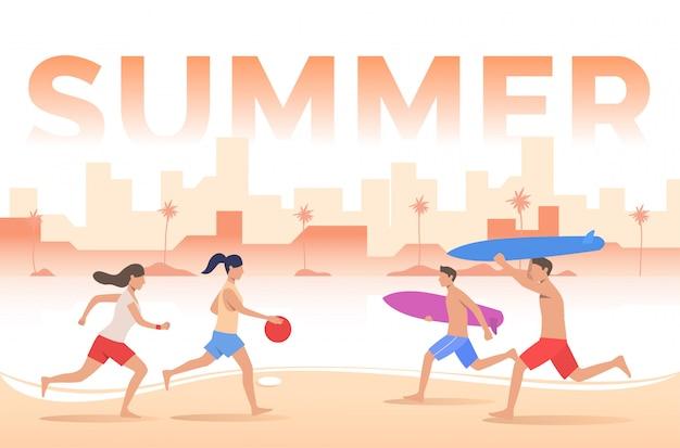 Lettering estivo, persone che giocano con la palla, tavole da surf sulla spiaggia