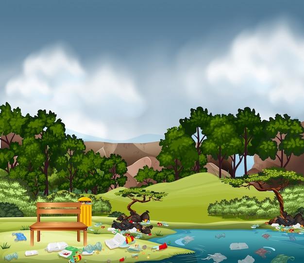 Lettiera nel parco naturale