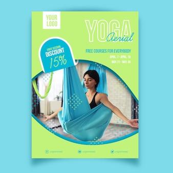 Lezione di yoga con design di poster sportivi