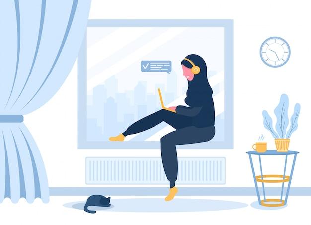 Libero professionista da donna. ragazza araba in hijab e cuffie con il computer portatile che si siede sul davanzale della finestra. illustrazione di concetto per lavorare, studiare, educazione, lavoro da casa. illustrazione in stile piatto.