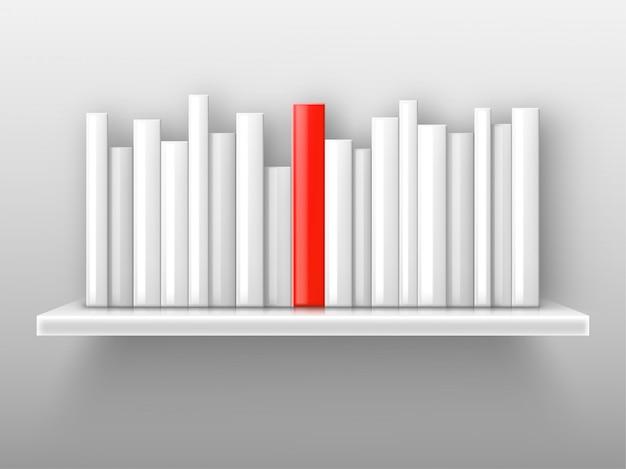 Libri bianchi e uno rosso sullo scaffale