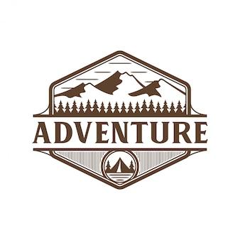 Logo della montagna, natura selvaggia all'aperto